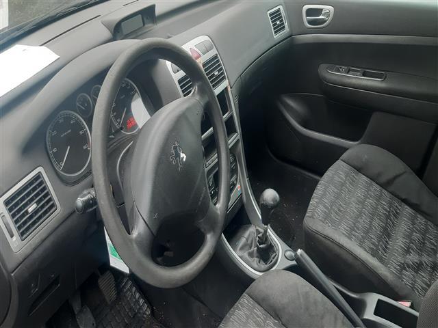 Peugeot 307 2.0 HDI XS 110 (2002) 79KW